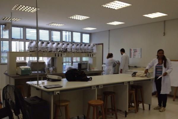 laboratorio-de-analises-clinicas-1D717B7E7-FE50-41EA-9010-090DDF895A80.jpg